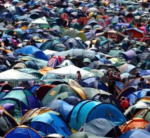 Tents-at-Glastonbury-fest-001