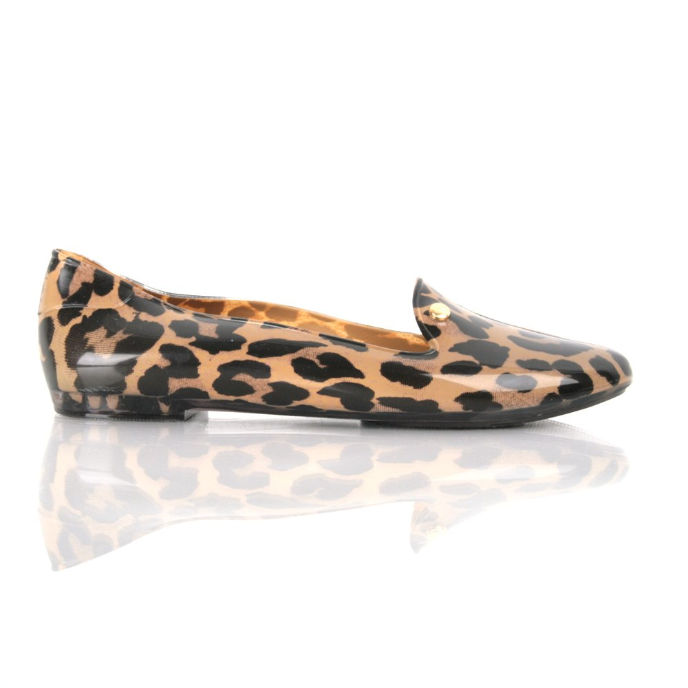 Go wild for our collection of animal print shoes. Featuring snakeskin, cheetah print, and leopard print shoes, heels, and flats, our animal print shoes add a stylish touch to your wardrobe.
