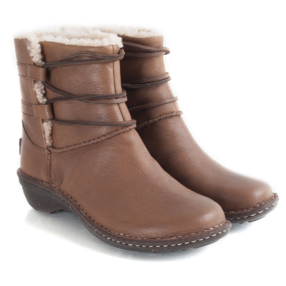 For many women, UGG boots have become the ultimate fashion statement in the s. The sheepskin boots are something every girl in the world loves.
