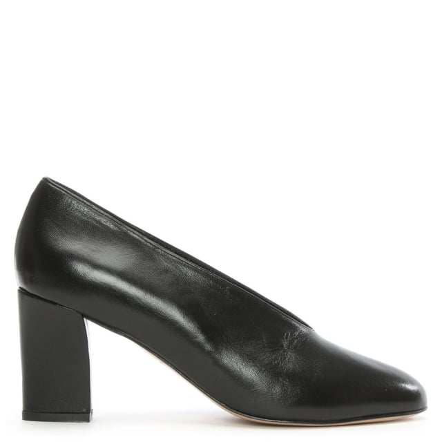 aneso black leather v front court shoe