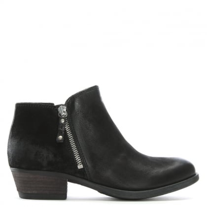 Besti Black Leather Ankle Boots