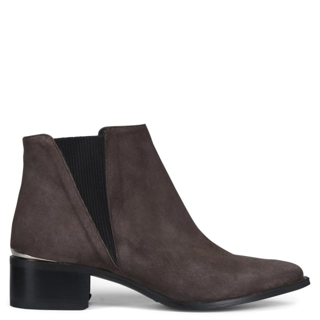 Elis Point Brown Suede Chelsea Boots