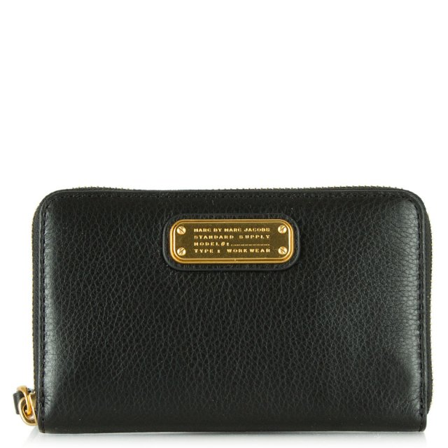 Marc Jacobs New Q Wingman Black Leather Wrist-Let Zip Around Wallet