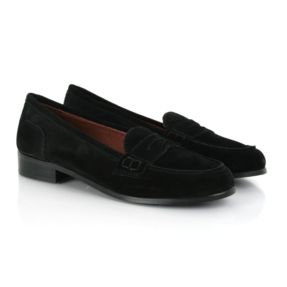 Classically cool, loafers and moccasins ooze of tradition. Iconic shapes and an easy-going vibe make these slip-on shoes a footwear essential. Women's loafers complete your 9-to-5 and casual weekend attire. Pair them with a white button down and dark jeans for sophisticated, yet uncomplicated style.