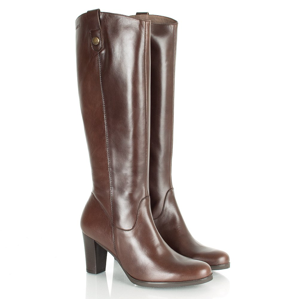 Need a pair of women's knee high boots to make a definitive fashion statement? Whether you're looking for black knee high booties in leather, brown over the knee boots in suede or chic knee high boots with high heels, we have a vast collection of knee high boots for women at competitive prices.