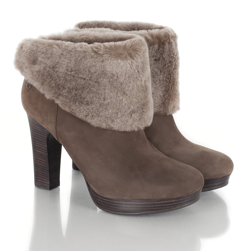 Current Category Indoor and Outdoor Coloured Ugg Boots. Aussie Ugg is the ultimate fashion ugg boot range, using best quality lambskin featuring heavy duty outsole.
