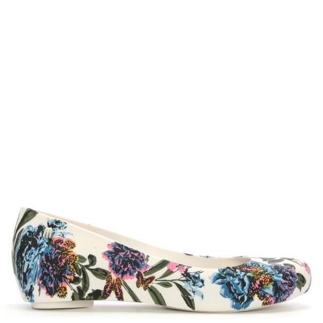 https://www.danielfootwear.com/images/ultragirl-3d-white-butterfly-ballerina-flats-p90865-113621_medium.jpg